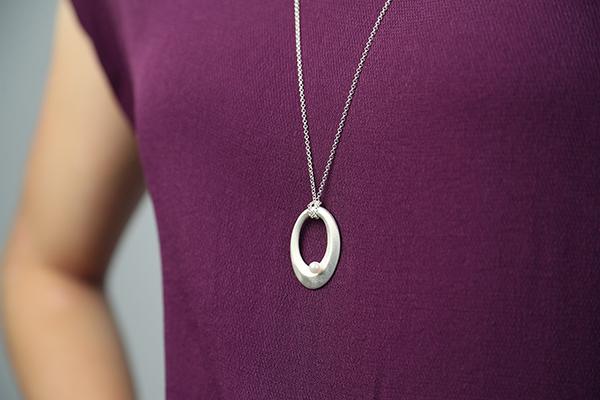 Online-Shop Eva Simon Schmuck Galerie Oval mit Perle 925 silber Anhänger